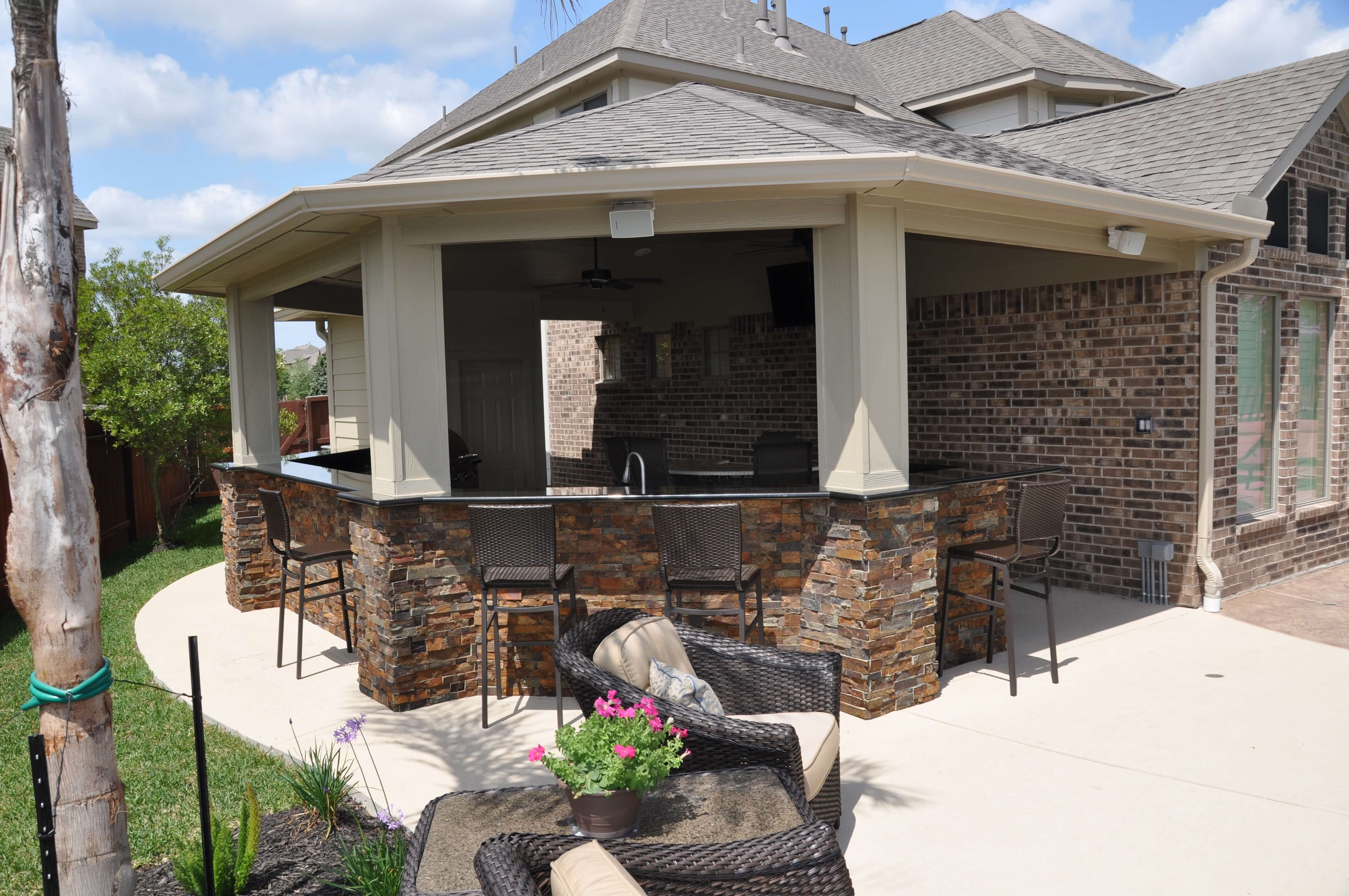 Pearland Outdoor Living Photos | League City Pool Builder on Outdoor Kitchen With Covered Patio id=95576
